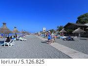 Купить «Песчано-галечный пляж. Пицунда, Абхазия», эксклюзивное фото № 5126825, снято 11 августа 2013 г. (c) Григорий Писоцкий / Фотобанк Лори
