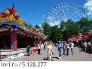 Купить «Парк аттракционов на ВВЦ, Москва», эксклюзивное фото № 5128277, снято 5 июня 2011 г. (c) lana1501 / Фотобанк Лори
