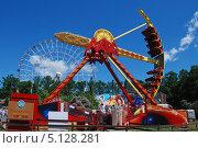 Купить «Парк аттракционов на ВВЦ, Москва», эксклюзивное фото № 5128281, снято 5 июня 2011 г. (c) lana1501 / Фотобанк Лори