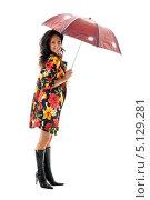 Купить «Девушка в ярком плаще с раскрытым зонтиком», фото № 5129281, снято 20 августа 2006 г. (c) Syda Productions / Фотобанк Лори