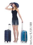 Купить «Девушка стоит с чемоданами и смотрит в даль», фото № 5131189, снято 30 августа 2013 г. (c) Elnur / Фотобанк Лори
