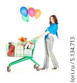 Купить «Счастливая молодая женщина с покупками», фото № 5134713, снято 19 сентября 2009 г. (c) Syda Productions / Фотобанк Лори