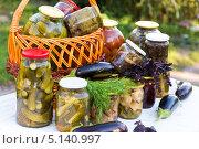 Купить «Домашнее консервирование, овощные консервы», фото № 5140997, снято 8 августа 2013 г. (c) Володина Ольга / Фотобанк Лори