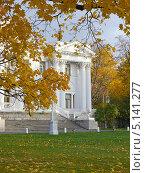 Осенний вечер в парке (2013 год). Редакционное фото, фотограф Людмила Жмурина / Фотобанк Лори