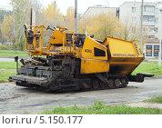 Асфальтоукладочная машина (2013 год). Редакционное фото, фотограф Ельцов Владимир / Фотобанк Лори
