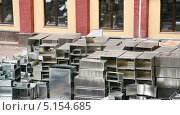 Купить «Воздуховоды прямоугольные оцинкованные», эксклюзивное фото № 5154685, снято 10 октября 2013 г. (c) Алёшина Оксана / Фотобанк Лори