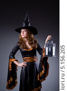 Купить «Женщина в наряде ведьмы держит в руке старинный фонарь», фото № 5156205, снято 28 декабря 2012 г. (c) Elnur / Фотобанк Лори