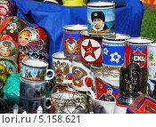 Купить «Торговля сувенирами и подарками, Парк Победы в День Победы, Москва», эксклюзивное фото № 5158621, снято 9 мая 2011 г. (c) lana1501 / Фотобанк Лори