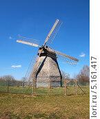Ветряная мельница в Великом Новгороде (2013 год). Редакционное фото, фотограф Алексей Кокоулин / Фотобанк Лори