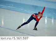 Купить «Скоростной бег на коньках, конькобежка на дистанции», эксклюзивное фото № 5161597, снято 26 декабря 2012 г. (c) Анна Мартынова / Фотобанк Лори