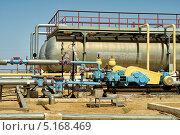 Купить «Установка для перекачки нефти», фото № 5168469, снято 21 августа 2013 г. (c) Александр Малышев / Фотобанк Лори