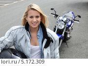 Блондинка и мотоцикл. Стоковое фото, фотограф Phovoir Images / Фотобанк Лори