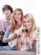 Купить «Две девушки и парень музицируют», фото № 5174461, снято 14 июня 2010 г. (c) Phovoir Images / Фотобанк Лори