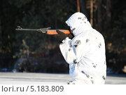 Купить «Охотник в зимнем лесу», эксклюзивное фото № 5183809, снято 19 октября 2013 г. (c) Вероника / Фотобанк Лори