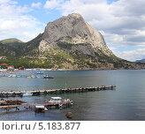 Купить «Скала Сокол. Пляж. Новый Свет. Крым», фото № 5183877, снято 6 сентября 2013 г. (c) Denis Kh. / Фотобанк Лори
