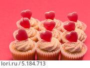 Пирожные с сердечками ко дню св. Валентина. Стоковое фото, агентство Wavebreak Media / Фотобанк Лори
