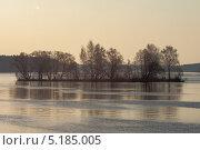 Островок. Стоковое фото, фотограф Александр Каримов / Фотобанк Лори