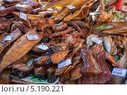 Купить «Прилавок с копченой рыбой», фото № 5190221, снято 16 сентября 2019 г. (c) FotograFF / Фотобанк Лори