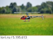 Купить «Модель вертолета над полем в полете», фото № 5195613, снято 27 августа 2011 г. (c) Sanna / Фотобанк Лори