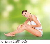 Купить «Красивая молодая женщина с гладкой кожей без целлюлита», фото № 5201565, снято 25 июля 2013 г. (c) Syda Productions / Фотобанк Лори