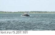 Купить «Моторный катер на реке», видеоролик № 5207101, снято 17 июля 2011 г. (c) Курганов Александр / Фотобанк Лори