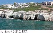 Купить «Морские пещеры на Средиземном побережье острова Кипр. Селение Pejia, Пафос», видеоролик № 5212197, снято 27 октября 2013 г. (c) Кекяляйнен Андрей / Фотобанк Лори