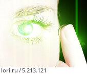 Купить «Девушка с контактной линзой», фото № 5213121, снято 24 ноября 2010 г. (c) Валерия Потапова / Фотобанк Лори
