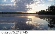 Красивый рассвет на водоеме. Стоковое фото, фотограф Денис Сураев / Фотобанк Лори