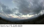 Купить «Облака над горой Демерджи. Алушта, Крым, Украина, таймлапс», видеоролик № 5220669, снято 6 ноября 2012 г. (c) Артем Поваров / Фотобанк Лори