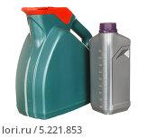 Купить «Пластиковые бутылки с автомобильным маслом», фото № 5221853, снято 29 июля 2011 г. (c) Наталья Аксёнова / Фотобанк Лори