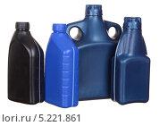 Купить «Пластиковые бутылки с автомобильным маслом», фото № 5221861, снято 15 октября 2011 г. (c) Наталья Аксёнова / Фотобанк Лори