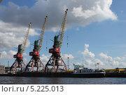 Купить «Три портальных крана в речном порту города Калининграда», эксклюзивное фото № 5225013, снято 1 августа 2013 г. (c) Ната Антонова / Фотобанк Лори