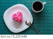 Купить «Сердечный десерт, вид сверху», фото № 5225649, снято 28 октября 2013 г. (c) Александр Самолетов / Фотобанк Лори