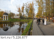 Купить «Калининград. Выходной день в парке», эксклюзивное фото № 5226877, снято 19 октября 2013 г. (c) Svet / Фотобанк Лори