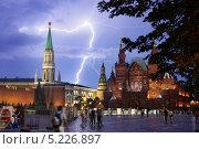 Купить «Разряд молнии над Красной площадью», эксклюзивное фото № 5226897, снято 11 августа 2013 г. (c) Dmitry29 / Фотобанк Лори