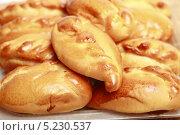 Купить «Аппетитные румяные пирожки крупно», эксклюзивное фото № 5230537, снято 14 октября 2013 г. (c) Яна Королёва / Фотобанк Лори