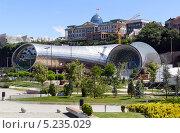 Купить «Концертный зал в парке Рике и Президентский дворец. Тбилиси. Грузия», фото № 5235029, снято 3 июля 2013 г. (c) Евгений Ткачёв / Фотобанк Лори