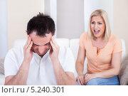 Купить «разозлившаяся женщина кричит на мужчину», фото № 5240301, снято 19 мая 2013 г. (c) Андрей Попов / Фотобанк Лори