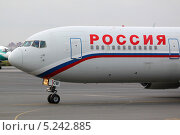 Boeing 767-300 авиакомпании Россия рулит на взлет. Редакционное фото, фотограф Олег Пластинин / Фотобанк Лори