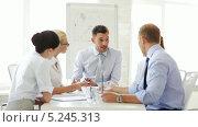Купить «Профессиональные сотрудники на встрече в офисе», видеоролик № 5245313, снято 10 июня 2013 г. (c) Syda Productions / Фотобанк Лори