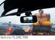 Купить «Видеорегистратор в автомобиле», фото № 5245709, снято 3 ноября 2013 г. (c) М Б / Фотобанк Лори