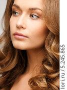 Купить «Красивая девушка с роскошными густыми волосами», фото № 5245865, снято 10 октября 2010 г. (c) Syda Productions / Фотобанк Лори