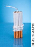 Купить «сигареты в виде бомбы крупным планом», фото № 5253965, снято 9 мая 2013 г. (c) Андрей Попов / Фотобанк Лори