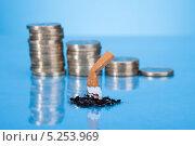 Купить «потушенная сигарета на фоне стопок монет», фото № 5253969, снято 9 мая 2013 г. (c) Андрей Попов / Фотобанк Лори