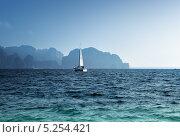 Купить «Океан и яхта, провинция Краби, Таиланд», фото № 5254421, снято 5 марта 2011 г. (c) Iakov Kalinin / Фотобанк Лори