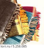 Стопка цветных шерстяных пледов. Стоковое фото, фотограф Ирина Литвин / Фотобанк Лори
