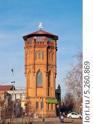 Купить «Вид на старую водонапорную башню с улицы Ленина. Бузулук», фото № 5260869, снято 11 ноября 2013 г. (c) Наталья Жесткова / Фотобанк Лори