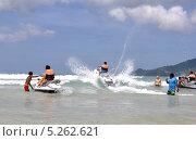 Туристы катаются на водных скутерах (2013 год). Редакционное фото, фотограф Валерий Семикин / Фотобанк Лори