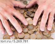 Купить «мужские руки на монетах», фото № 5269781, снято 7 апреля 2013 г. (c) Андрей Попов / Фотобанк Лори