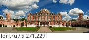 Купить «Петровский Путевой дворец в Москве», фото № 5271229, снято 17 августа 2018 г. (c) Денис Ларкин / Фотобанк Лори